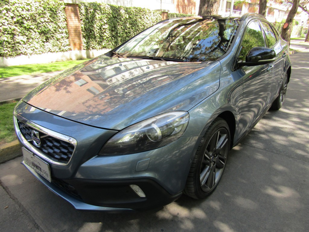 VOLVO V40 2.5 T5 plus Cross Country 2015 Awd 4x4, Cuero, sunroof panoramico, mantencion al  - JULIO INFANTE