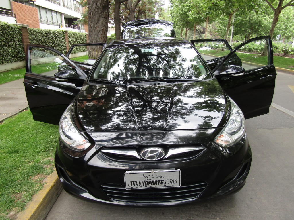 HYUNDAI ACCENT Accent GL 1.4 aire airbags 2011 Mantencion recién hecha. 2 llaves.  - JULIO INFANTE