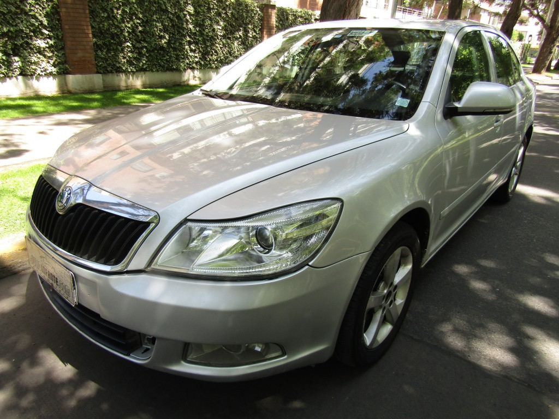 SKODA OCTAVIA TDI 1.6 Diesel sunroof  2012 Automatico. tiptronic. mantencion, recién hecha.  - JULIO INFANTE