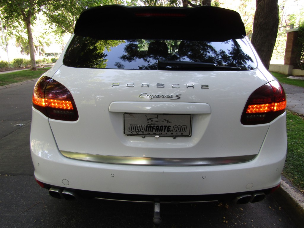 PORSCHE CAYENNE Turbo DIESEL 4.2 Awd 2014 Cuero, sunroof panoramico. 2 llaves, IMPECABLE.  - JULIO INFANTE