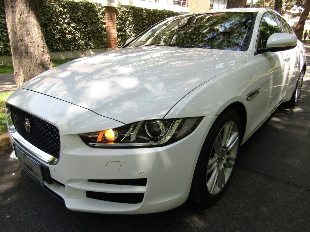 JAGUAR XE PURE 2.0  46  mil km.  2016 Impecable, Paddle shift, cuero, 8 airbags. - JULIO INFANTE