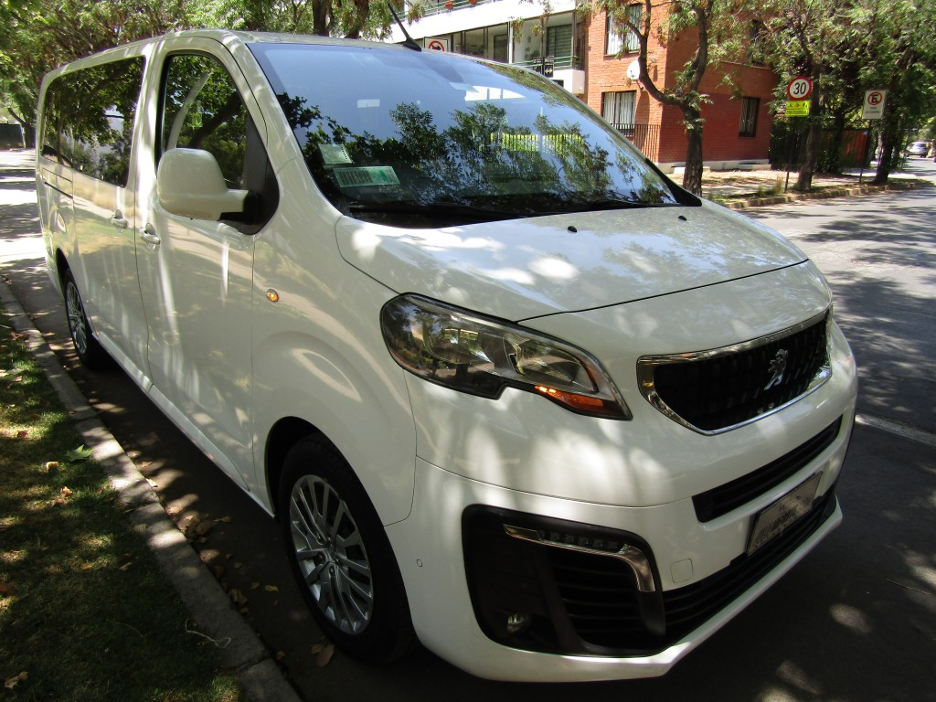 PEUGEOT TRAVELLER L2 H1 Blue HDI 2.0 2019 9 pasajeros. aire, 4 airbags, ABS. IMPECABLE.  - JULIO INFANTE
