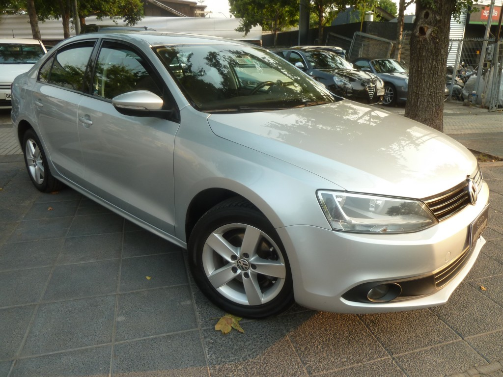 VOLKSWAGEN VENTO 2.0  mec, aire, airbags 2013 Impecable, atendido VW.  - FULL MOTOR