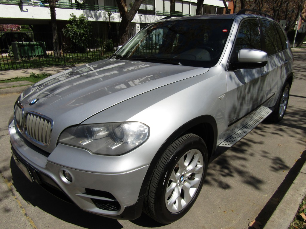 BMW X5  X-drive 5.0I 4.4 Twin power turbo 2011 Autom S-tronic, 4x4. Sunroof Panoramico, cuero.  - JULIO INFANTE