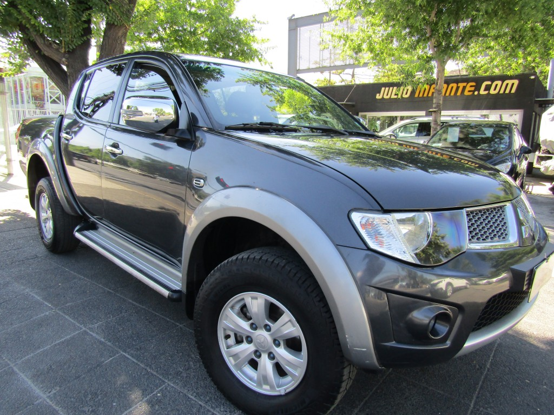 MITSUBISHI L200 Dakar 4x4 2.5 Doble cabina.  2013 Diesel, 4x4, sunroof. - FULL MOTOR