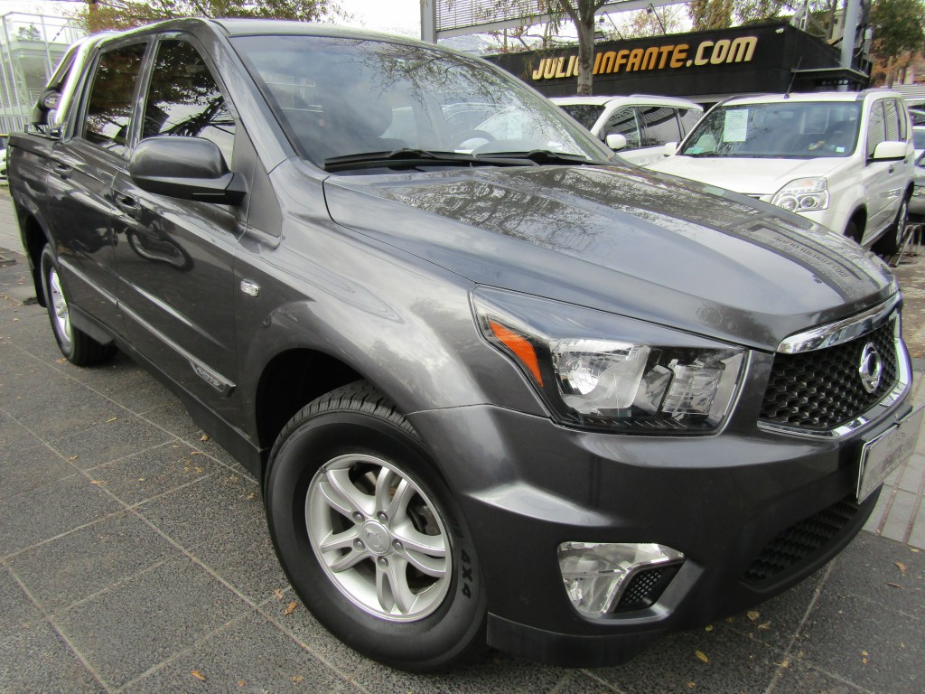 SSANGYONG ACTYON SPORT TURBO DIESEL 2.0 A200 S 4x2 DC   2016 mec. 6 veloc. aire, barra y neumaticos nuevos.  - FULL MOTOR