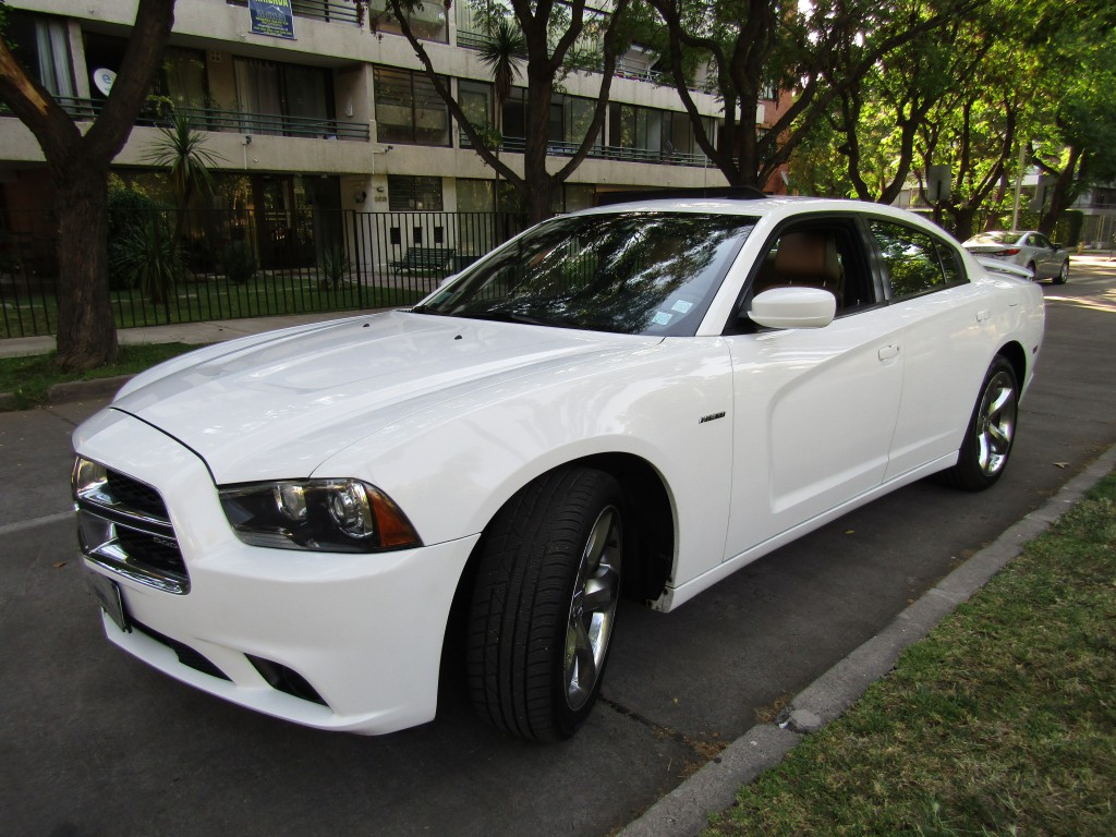 DODGE CHARGER RT 5.7 IMPECABLE.  2012 Sunroof, cuero, aire, abs. mantenciones  - FULL MOTOR