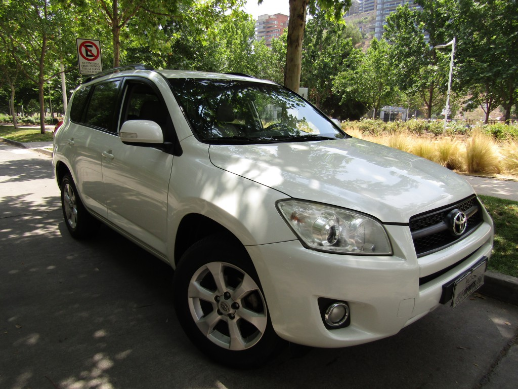 TOYOTA RAV 4 4x2 2.4 aire airbags, abs. 2012 crucero IMPECABLE. una dueña.  - JULIO INFANTE