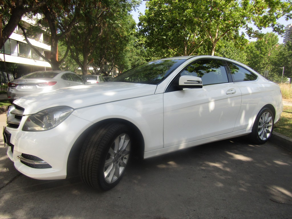 MERCEDES-BENZ C180 BE Coupe 1.8 Turbo Mecanico 2013 Impecable, 68 mil km. 1 dueño.  - JULIO INFANTE