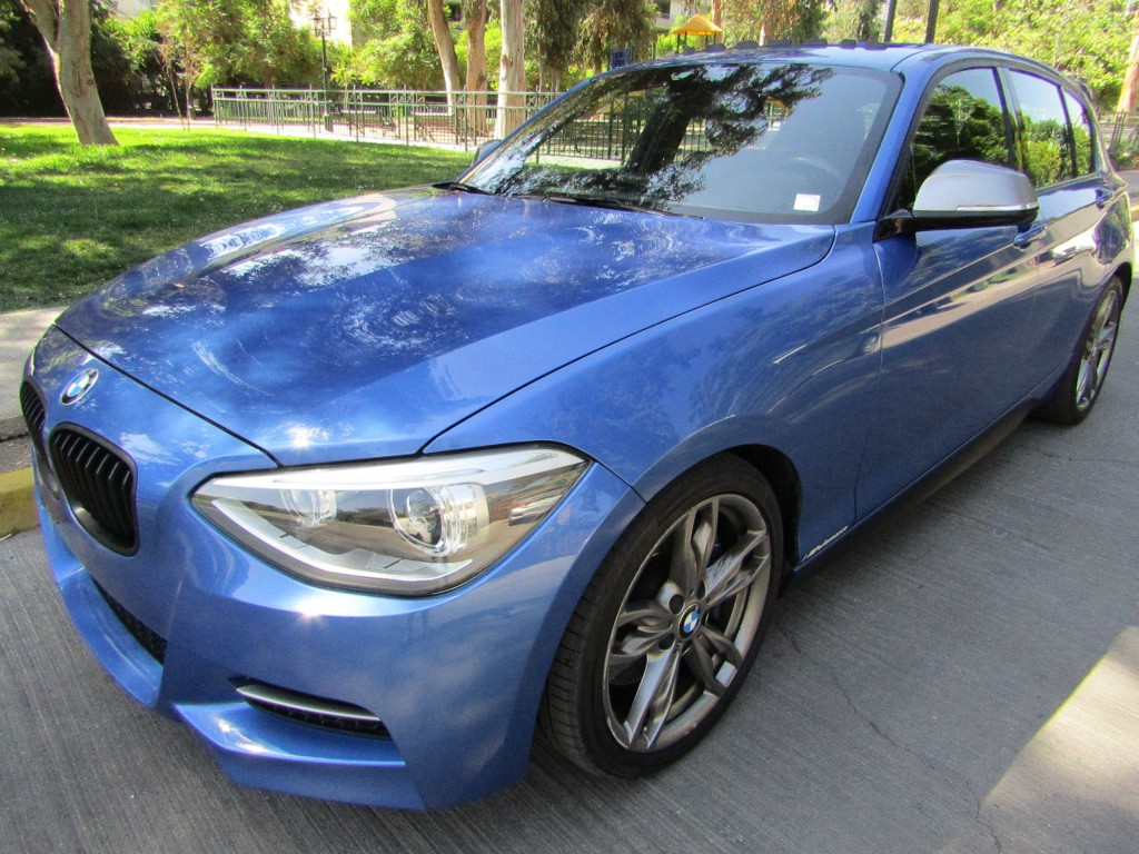 BMW M135 3.0 Aut. paddle 8 veloc. 2013 4 ptas. cuero, sunroof, impecable. mantencion al d - FULL MOTOR