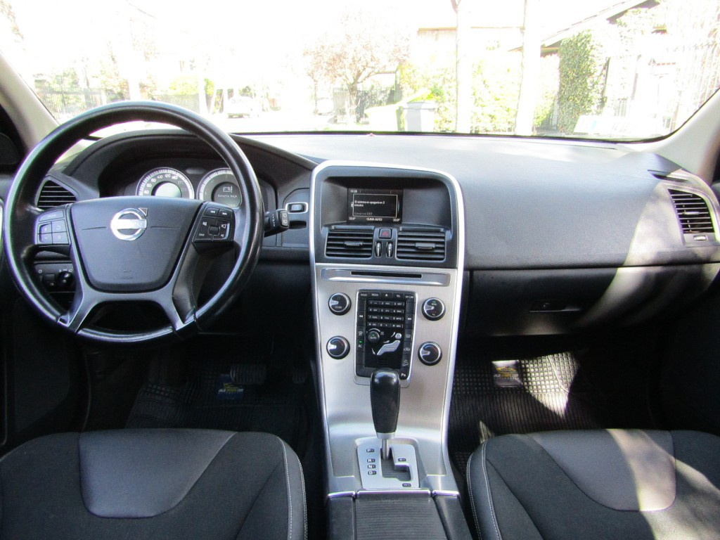 VOLVO XC 60 D5 Comfort 4x4 DIESEL  2013 6 Airbags, abs, climatizador. crucero.  - JULIO INFANTE
