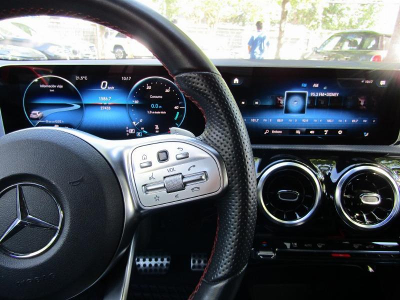 MERCEDES-BENZ A250 A250 HB AMG line.  2019 Cuero, panoramico, carplay, mantencion al dia. Gar - JULIO INFANTE