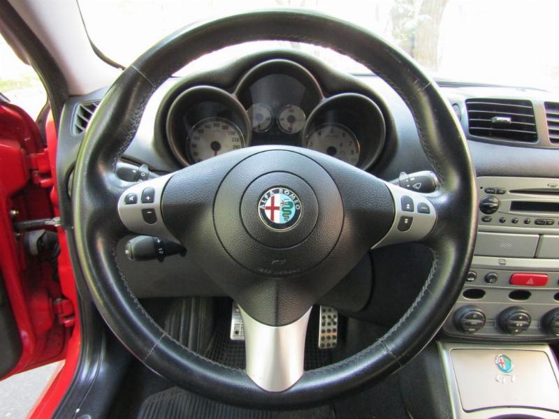 ALFA ROMEO GT 2.0 Mecánico 5 veloc.  2007 Butacas, cuero alcantara, llantas BBS, suspencion, - FULL MOTOR