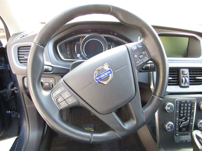 VOLVO V40 Plus 1.6 T4 Autom. Tiptronic. 2013 Sunroof panoramico, camara y pantalla, 50 mil km.  - JULIO INFANTE