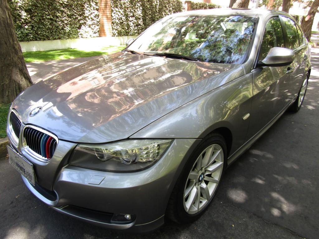 BMW 330 Cuero Sunroof Paddle shift 2012 Kylees go. 53 mil km. Mantenciones. Impecable  - FULL MOTOR