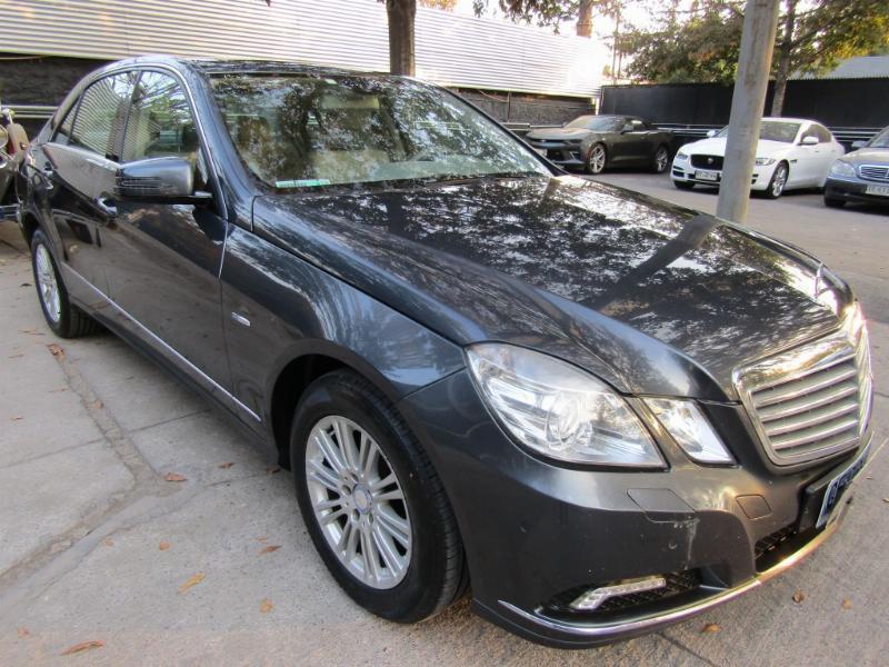 MERCEDES-BENZ E250 CGI Elegance max equipo.-  2010 Sunroof, cuero. Neumáticos Nuevos.  - FULL MOTOR