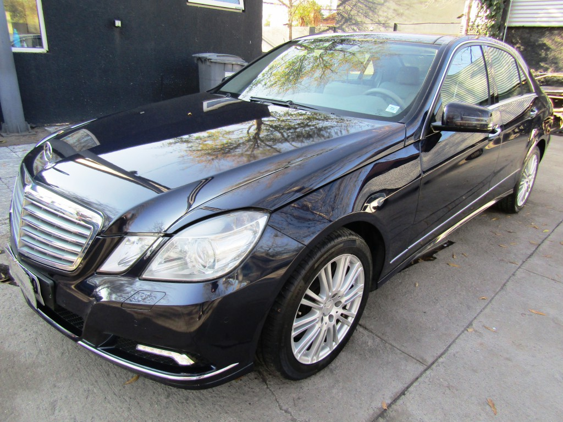 MERCEDES-BENZ E500 Elegance 5.5 V8 406 hp cuero 2011 Doble techo. 1 dueño. Atendido solo Kaufmann -