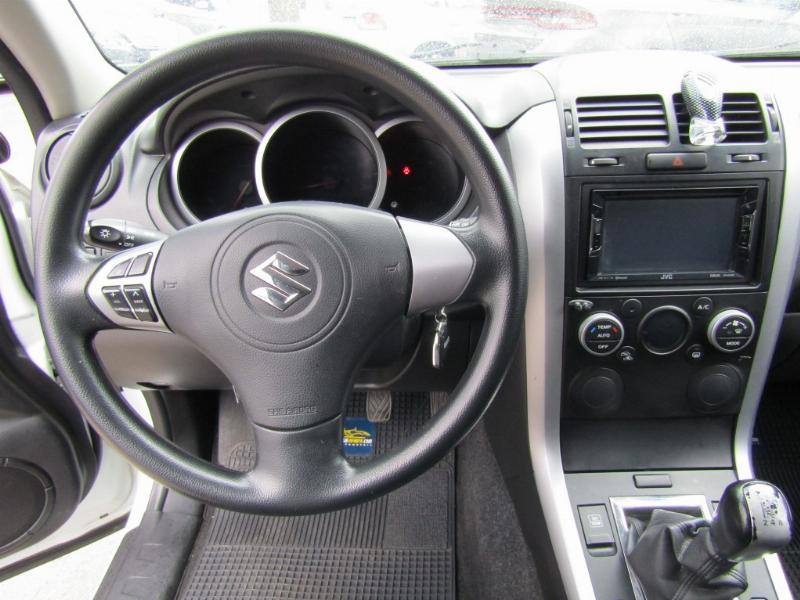 SUZUKI GRAND VITARA GLX Sport  2.4 4x4 2013 64 mil km. COMO NUEVO. Neumáticos nuevos.  - FULL MOTOR