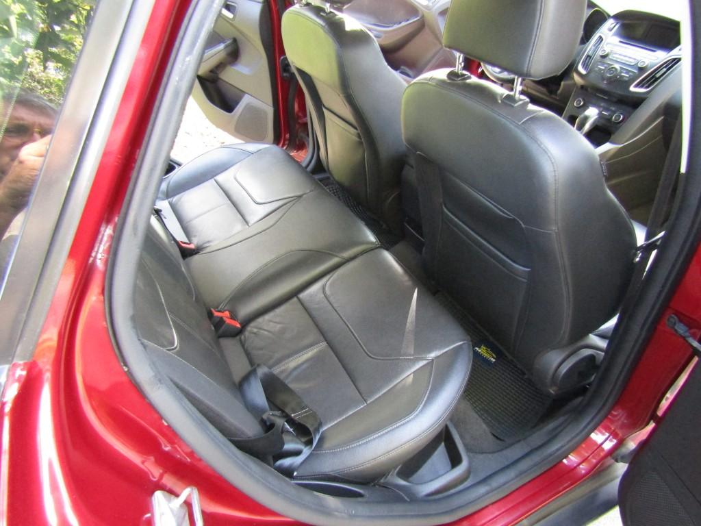 FORD FOCUS 2.0 sedan Aut.  2015 Cuero, llantas 17, 6 airbags, ABS, crucero, cámara - FULL MOTOR