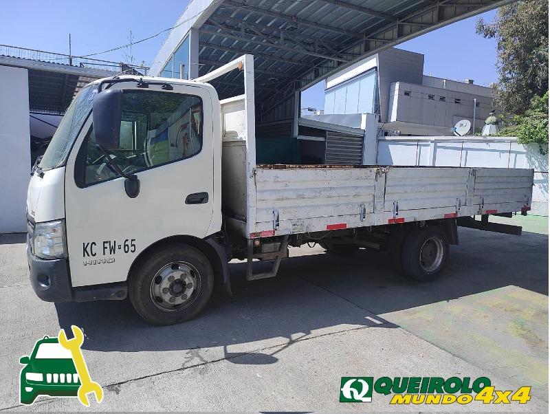 HINO XZU CITY 300 2018 BUENAS CONDICIONES - QUEIROLO MUNDO 4x4