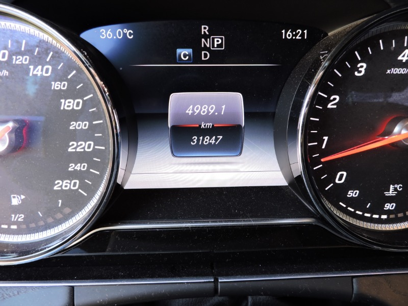 MERCEDES-BENZ E300 E300 AT BENCINA CÁMARA 2018 RECIÉN LLEGADO ÚNICO DUEÑO - FULL MOTOR