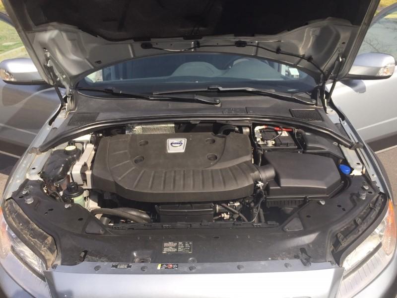 VOLVO XC 70 2.4 D5 COMFORT AUT AWD 2013 Excelente estado, DIESEL, AWD, sensores, asientos  - FULL MOTOR
